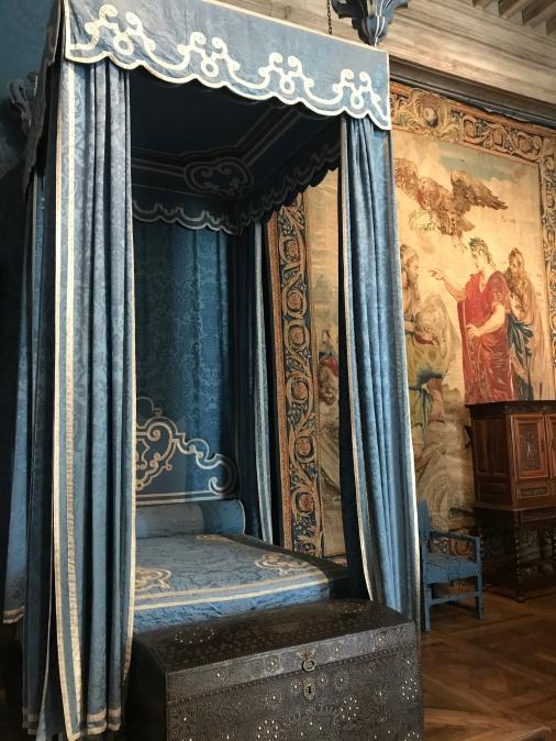 casatle 3 queen bed
